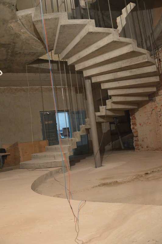 Лестница зеркального типа из бетона