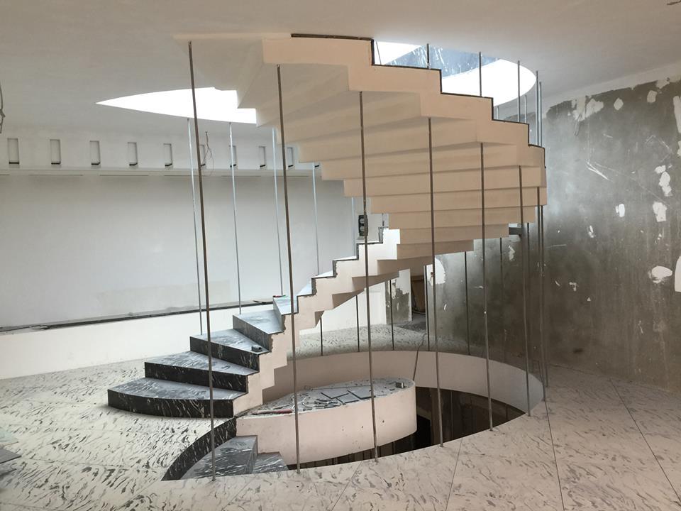 Тип лестница зеркальная