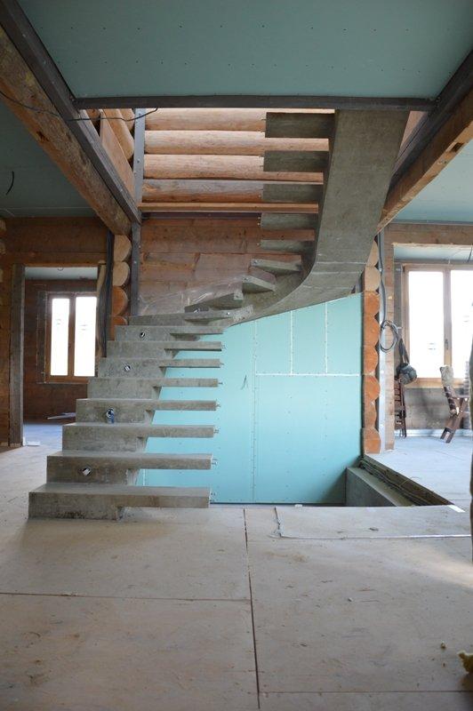 П-образная лестница конструкции половинчатый косоур
