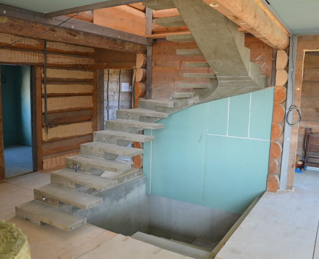 П-образная лестница половинчатый косоур