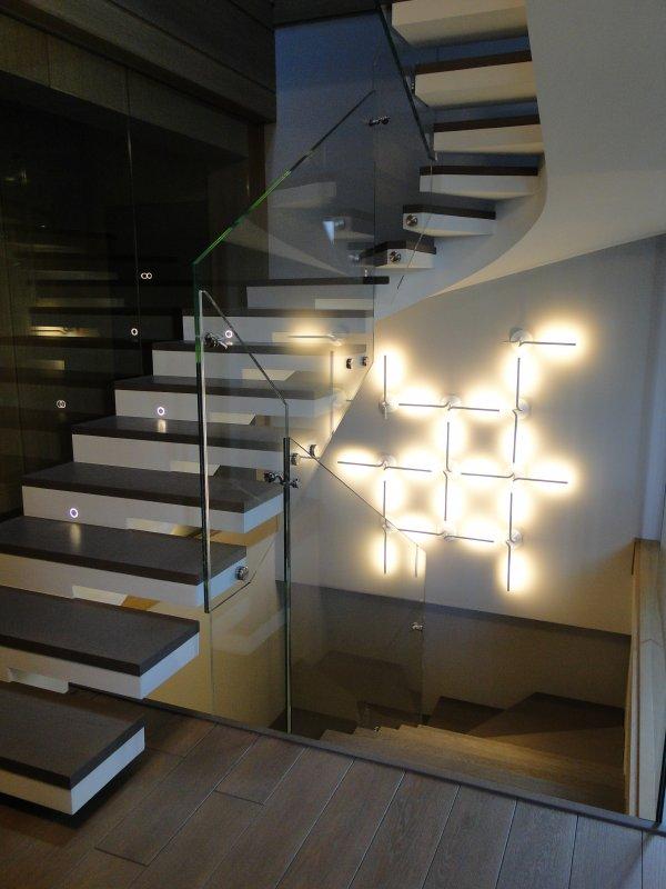 П-Образная лестница из бетона в отделке