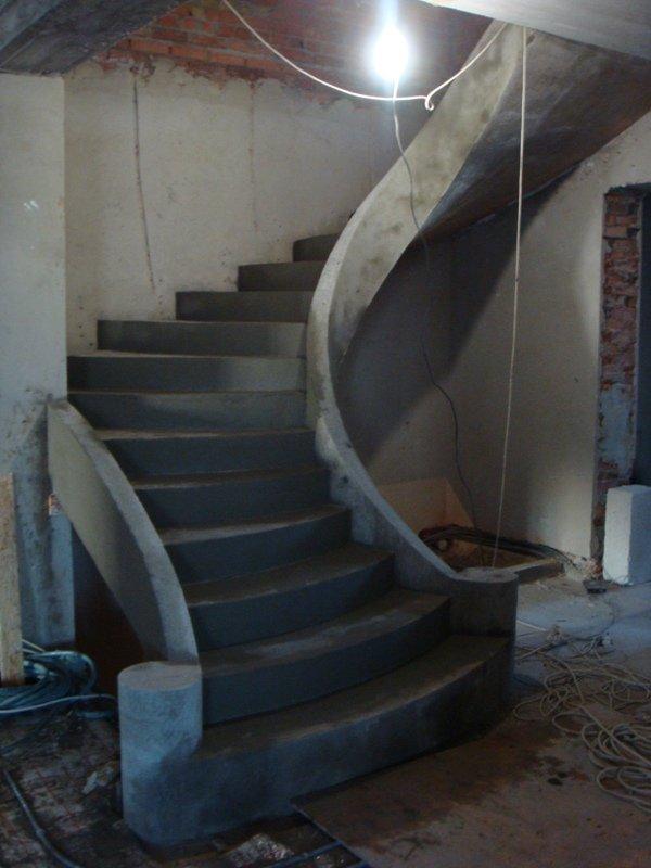 Гладко подшитая лестница