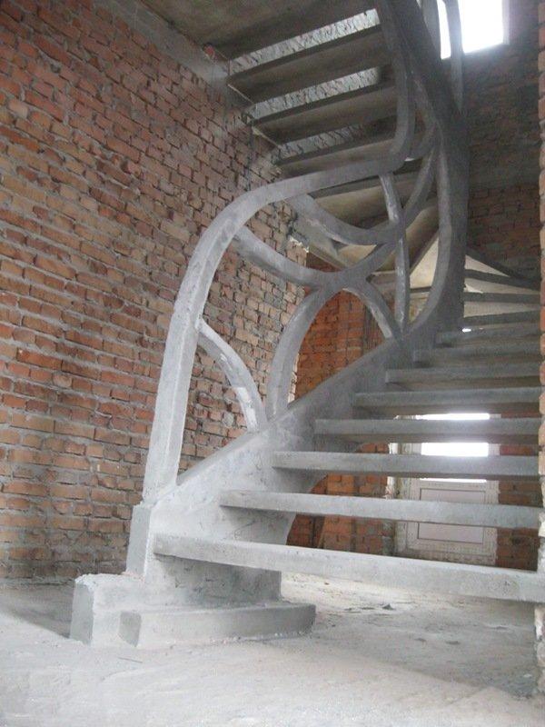 Однотетивная лестница в частном доме