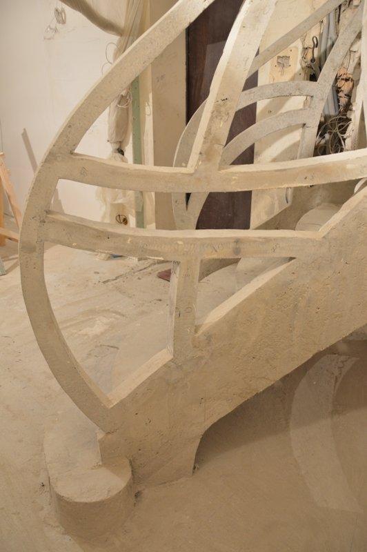 Двухтетивная лестница с ограждением из бетона