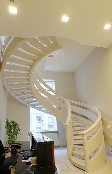 Винтовая двухтетивная лестница с бетонным ограждением