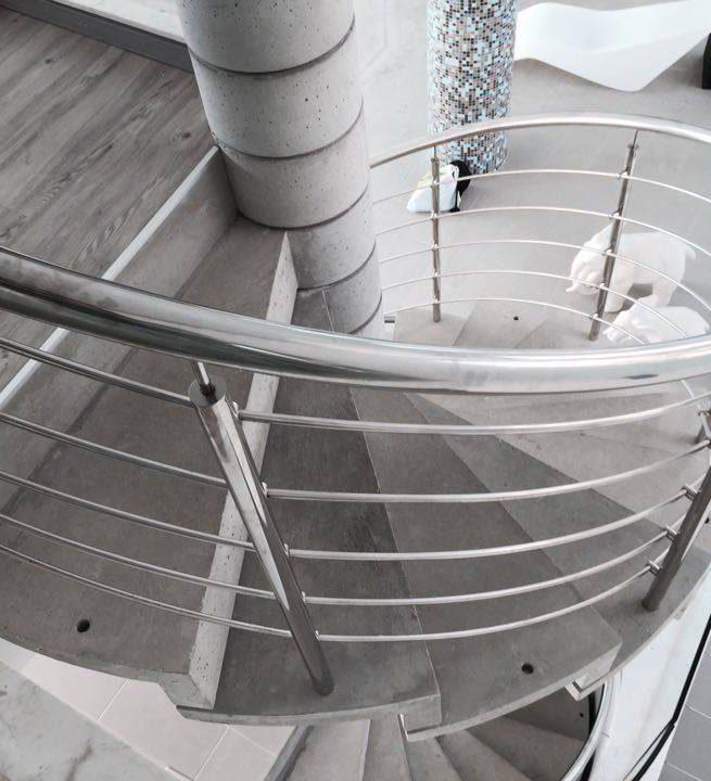 Винтовая лестница из декоративного бетона