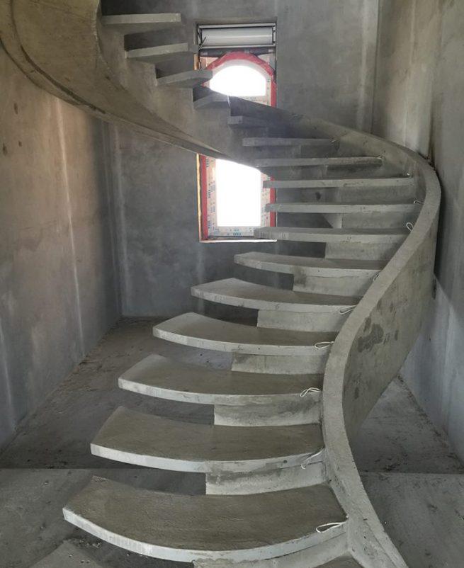 S-Образная лестница