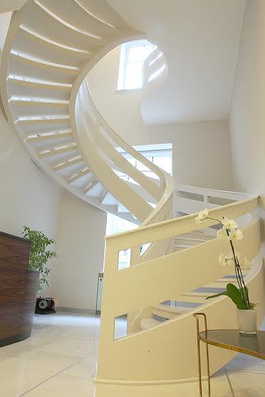 Двухтетивная лестница с бетонным ограждением