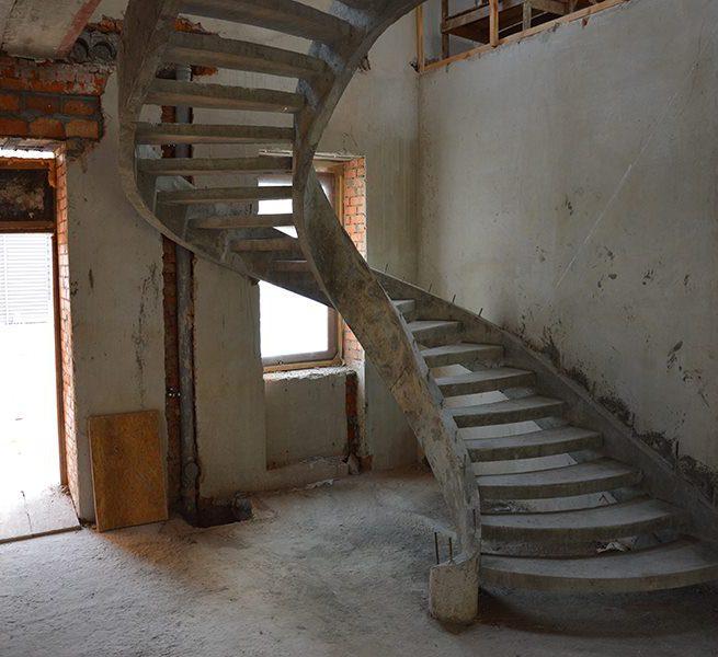 Двухтетивная бетонная лестница