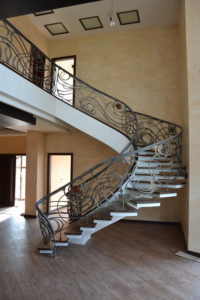 Тип конструкции половинчатый косоур - лестница в отделке