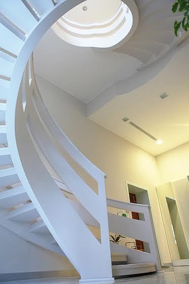 Бетонная двухтетивная лестница