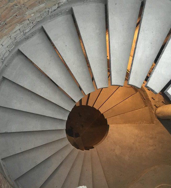 Лестница консольной констукции