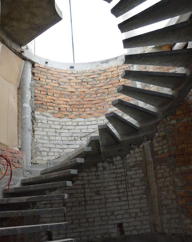 Консольные ступени из бетона