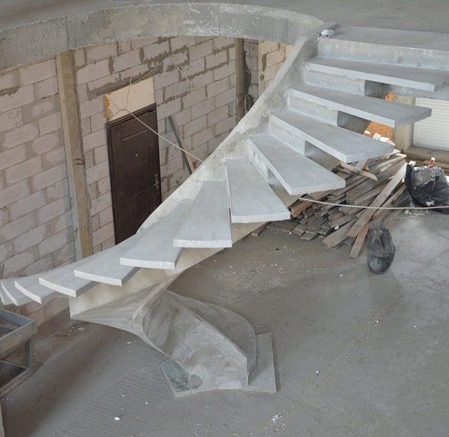 Лестница конструкции внутренний косоур