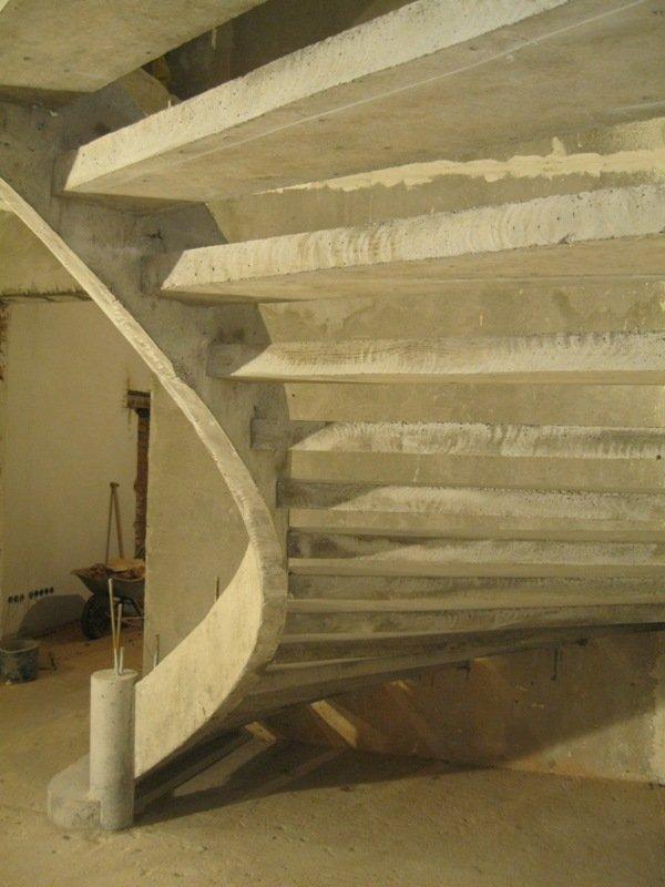 Бетонная лестница однотетивной конструкции