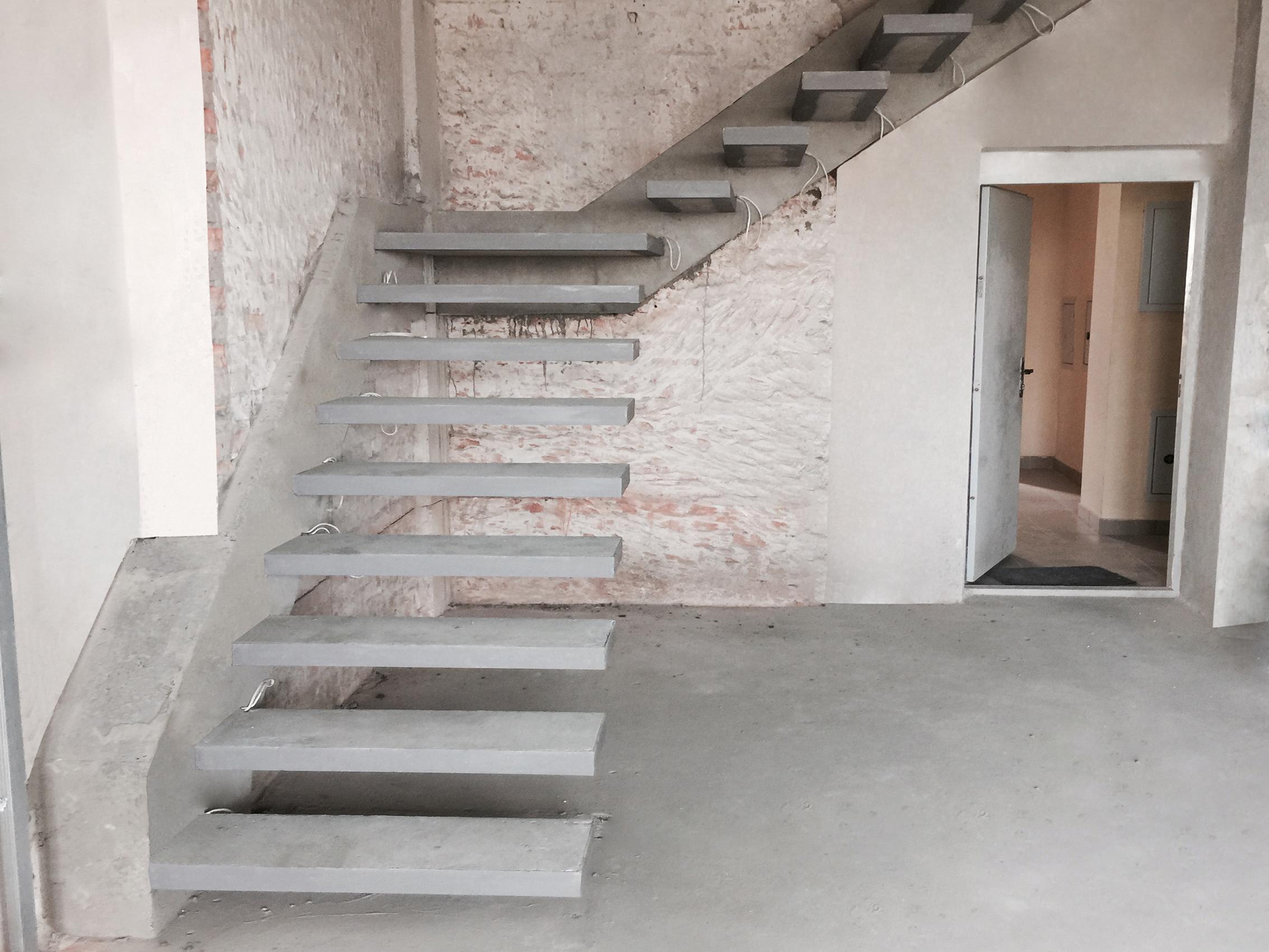 Скрытый косоур лестницы в доме