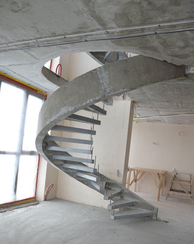 Однотетивная винтовая бетонная лестница