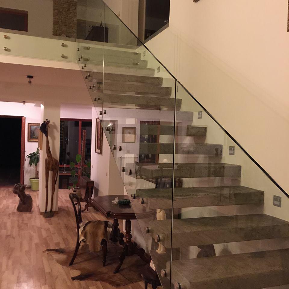 Консольная лестница в полированном бетоне