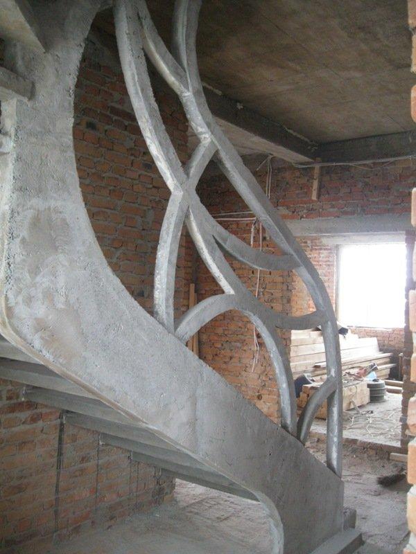 Бетонные ограждения однотетивной лестницы