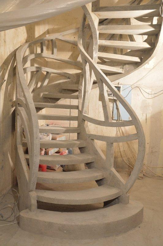 Лестница с бетонным ограждением