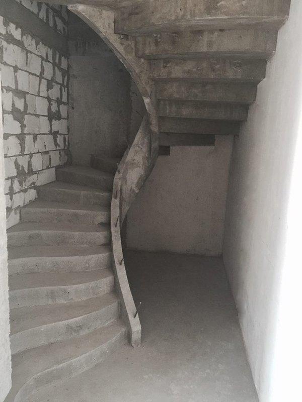 Зеркальная п-образная лестница с бортом