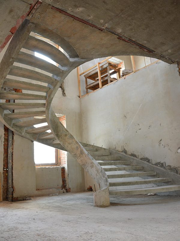 Бетонная лестница на двух тетивах