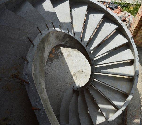 Самонесущая бетонная лестница