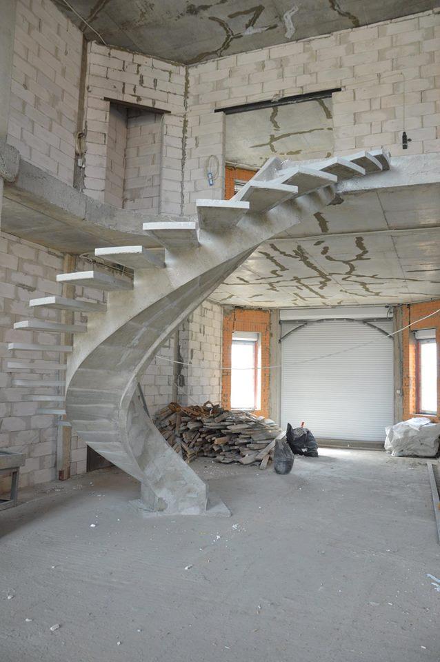 Бетонные лестницы на внутреннем косоуре киев