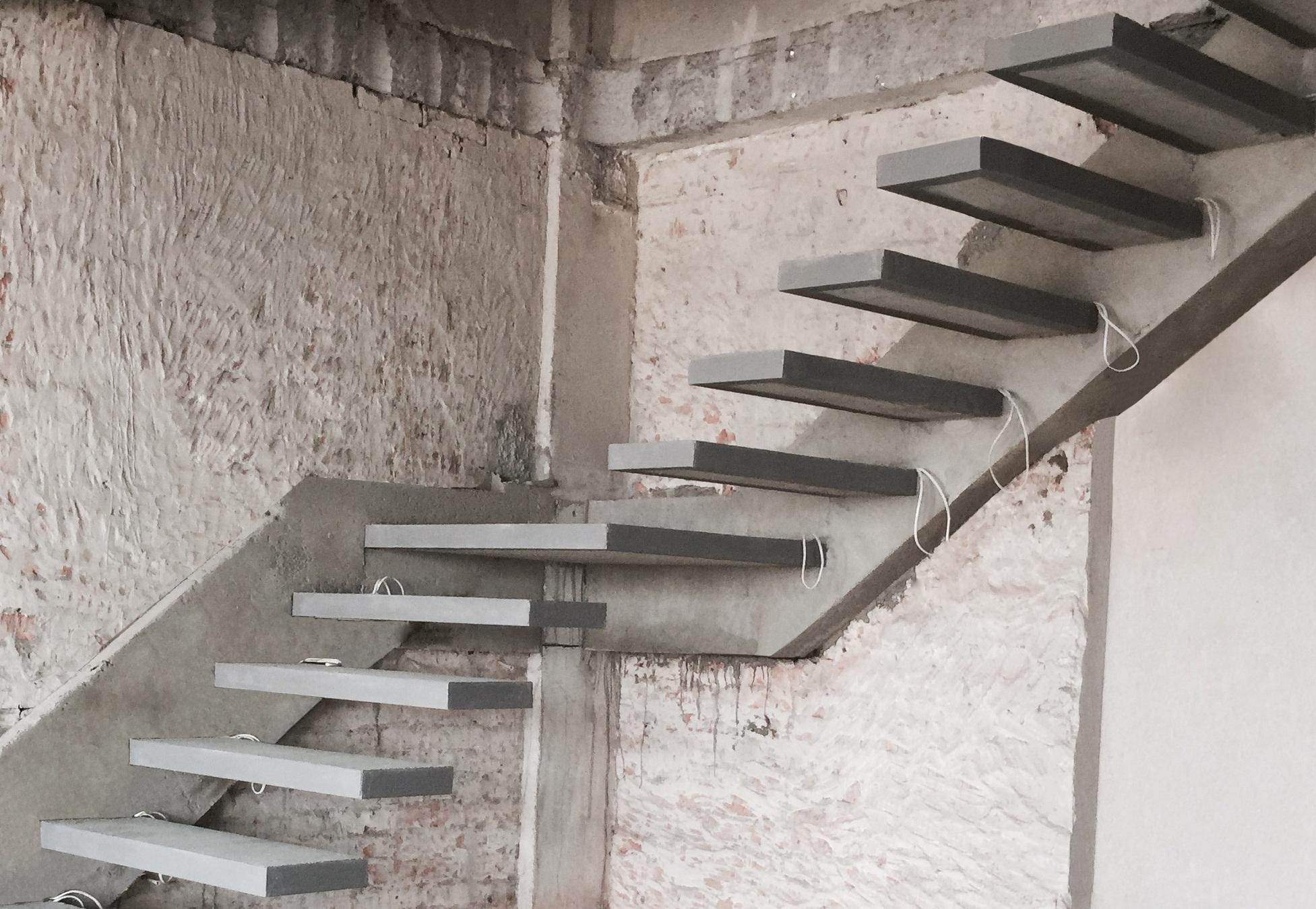 Лестница на скрытом косоуре