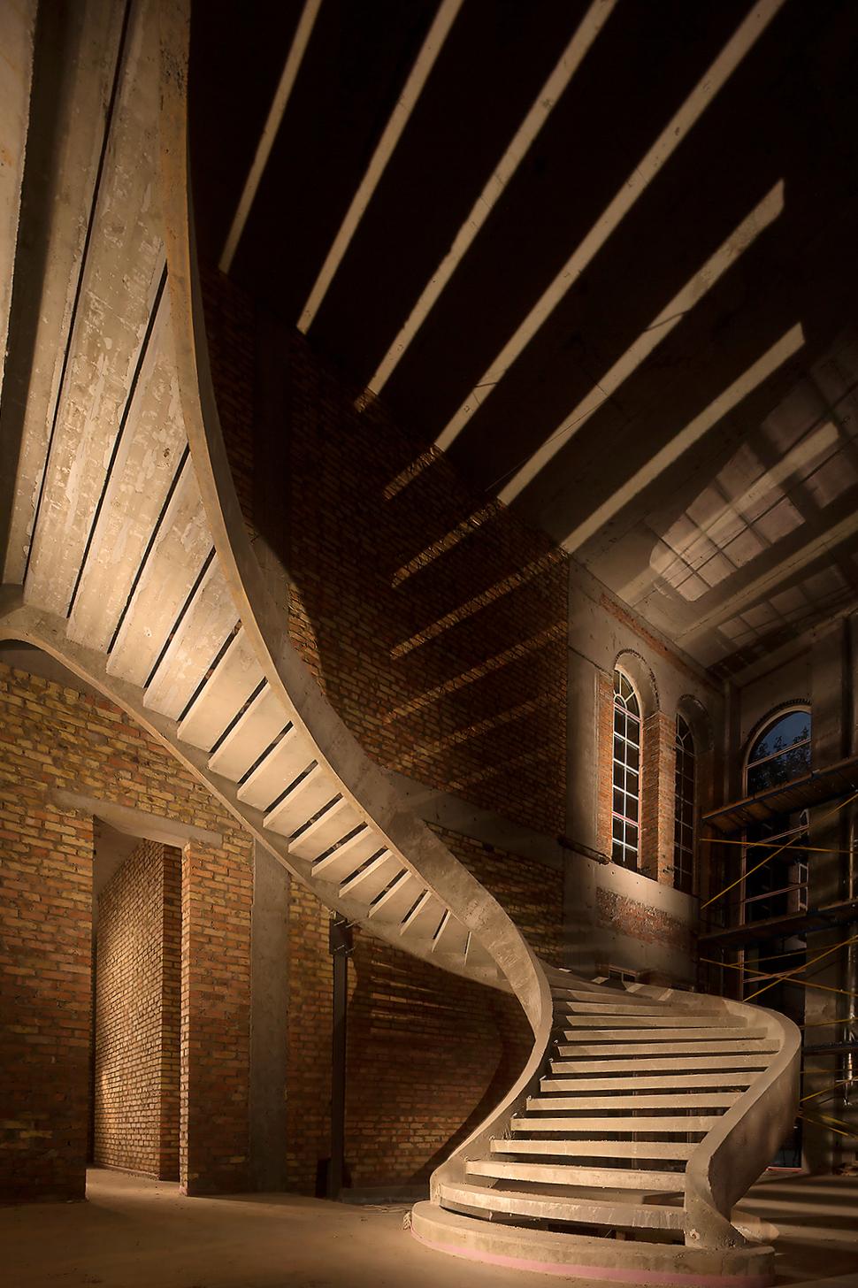 Двухтетивная полувинтовая бетонная лестница_2