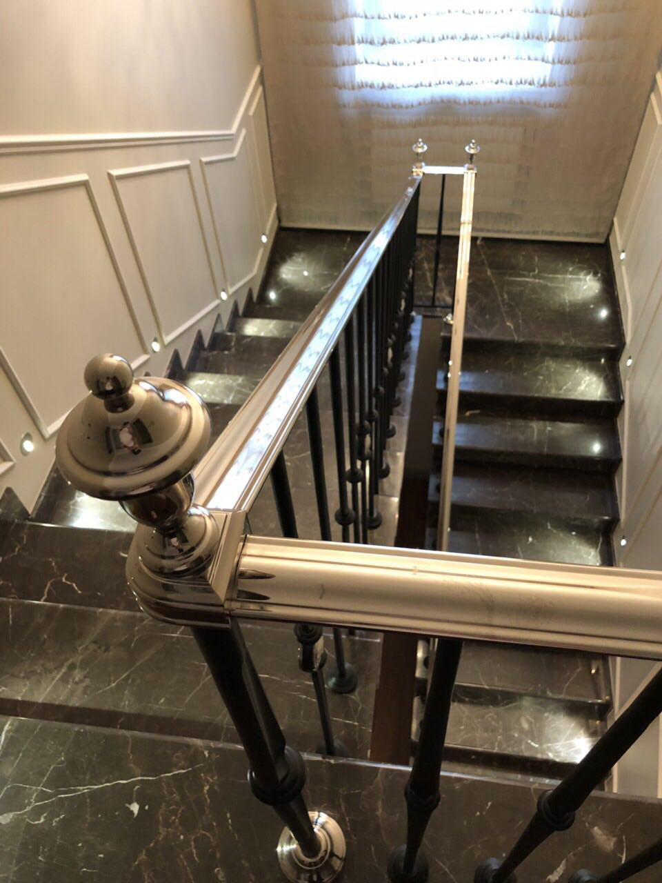двухмаршевая зеркальная лестница