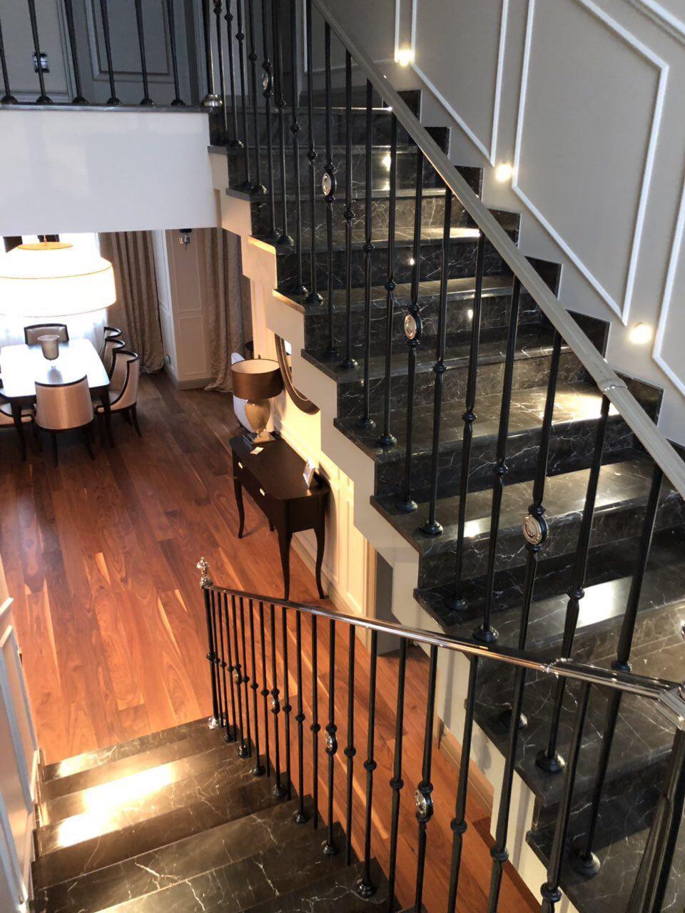 Бетонная зеркальная лестница с ограждением Grande Forge