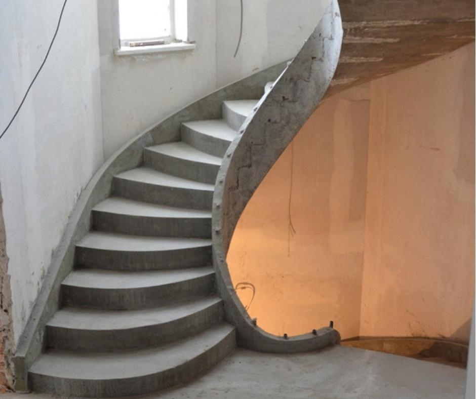 Полувинтовая бетонная лестница киев