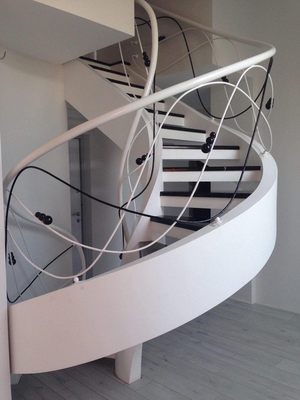 Полувинтовая двухтетивная лестница