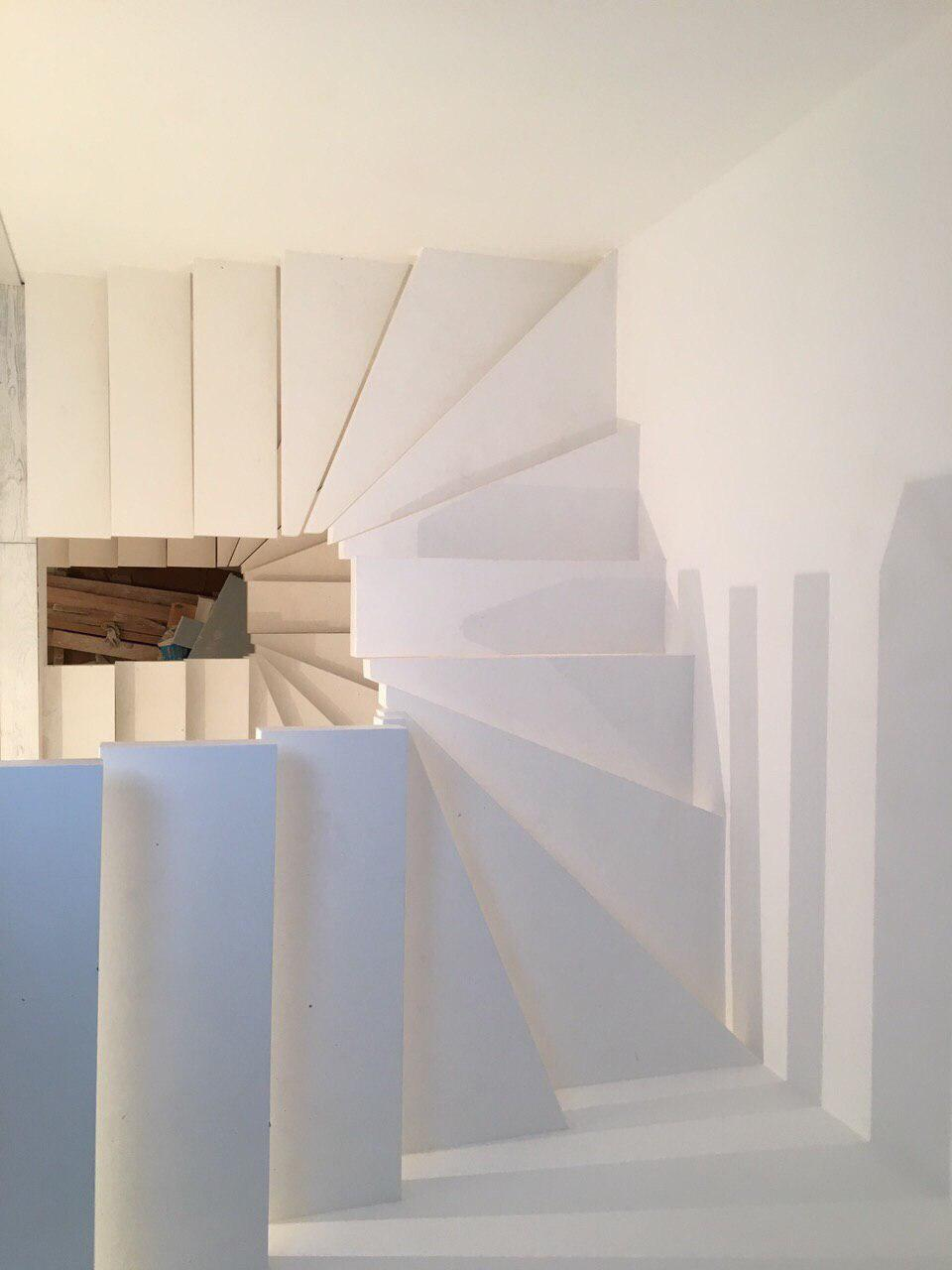 П-образная лестница консольного типа