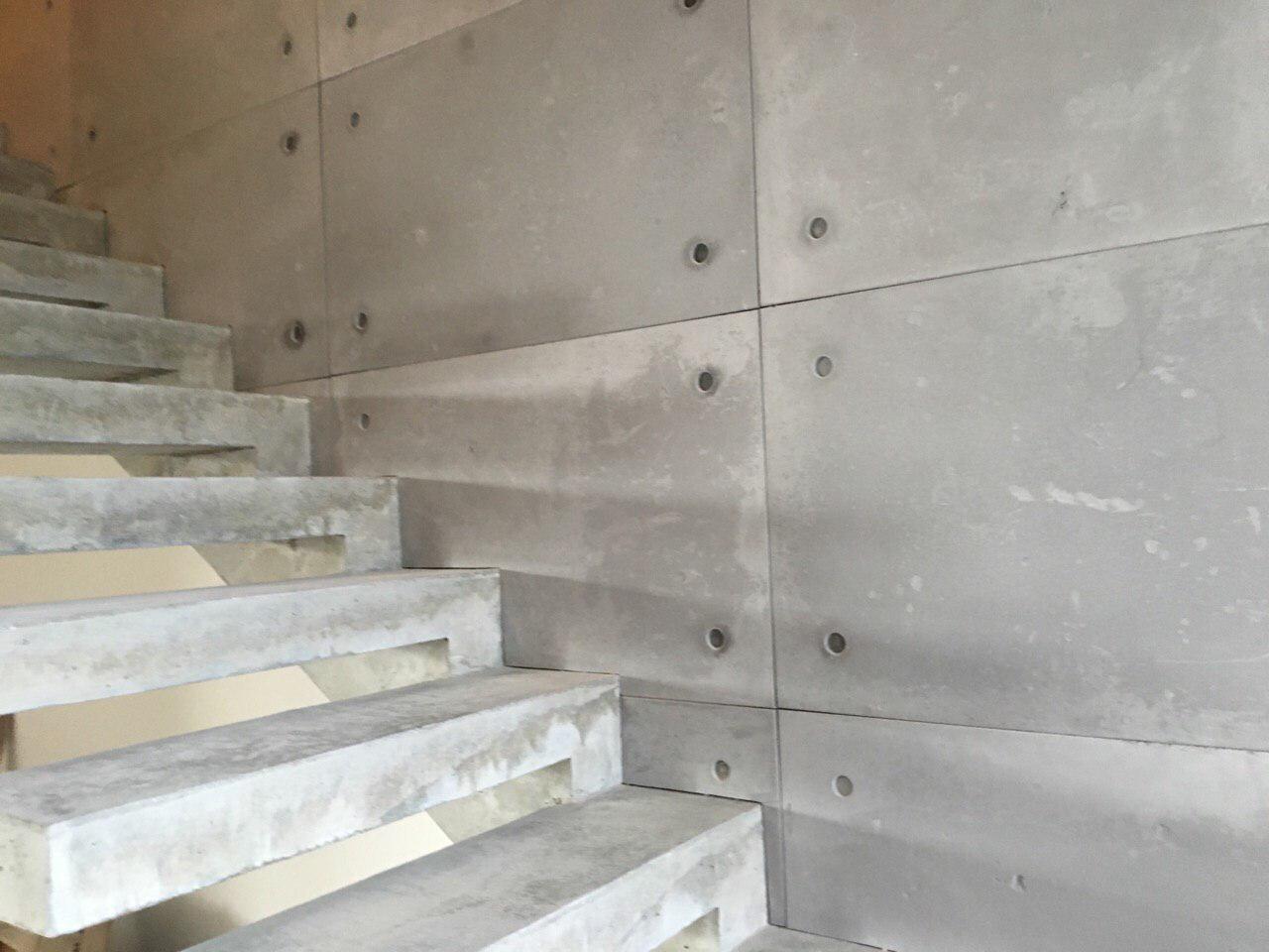 Прямая лестница конструкции пристенный косоур