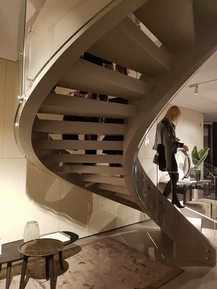 Полугвинтові сходи двухтятивной конструкції