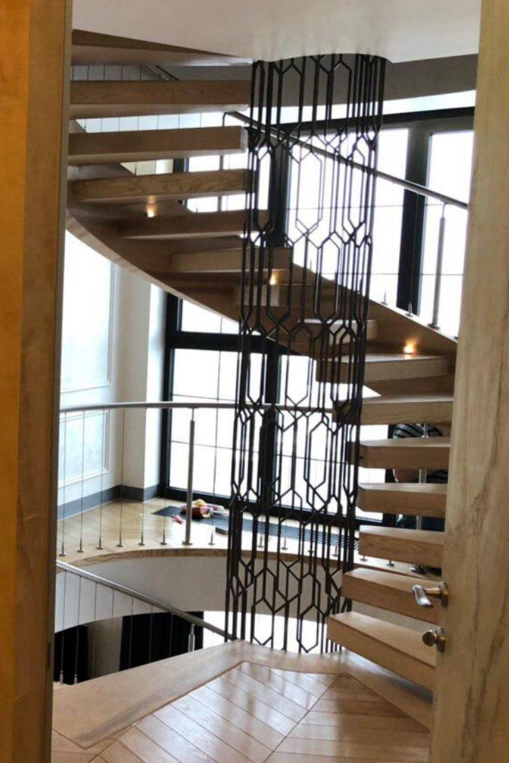 Полугвинтові сходи на зовнішній тятиві