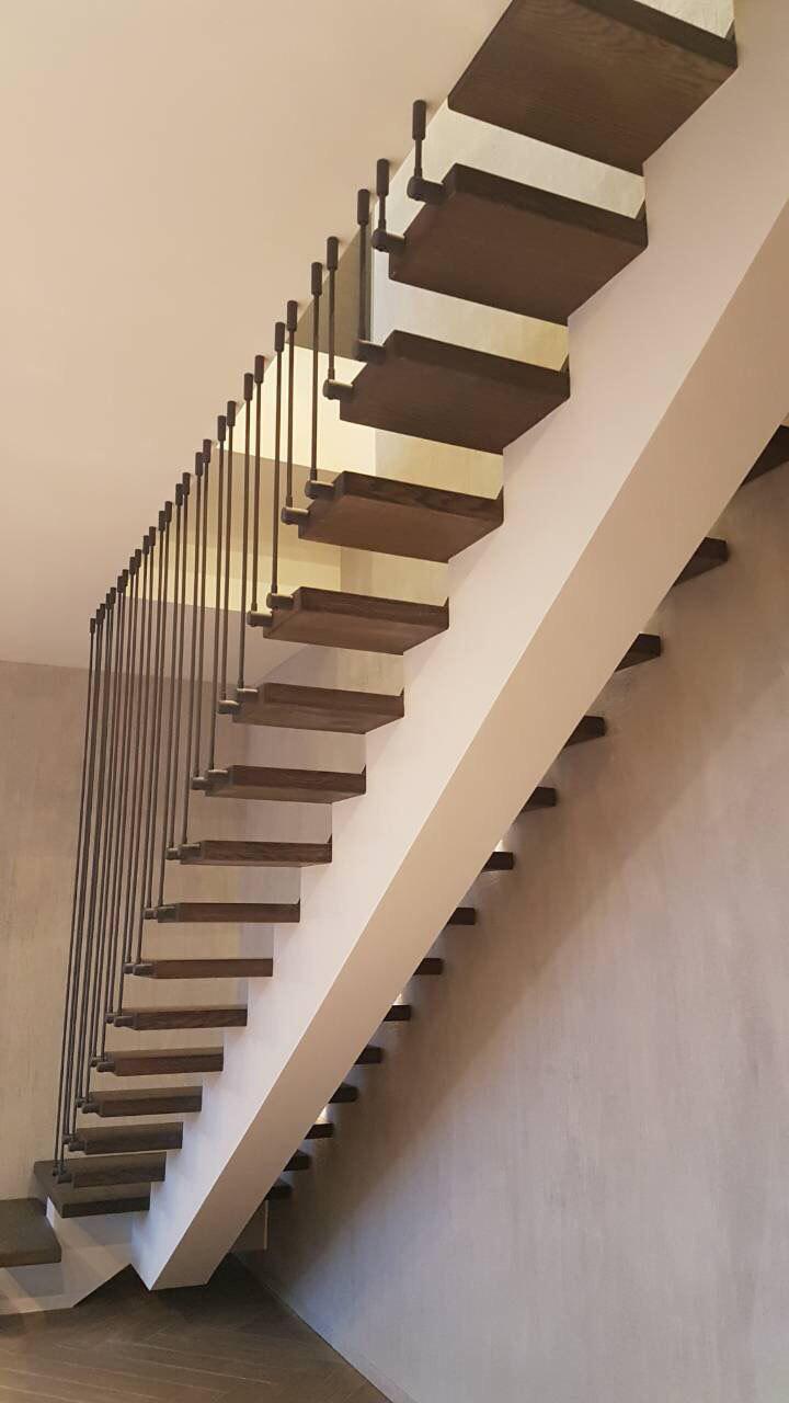 Г-подібні сходи з майданчиком, конструкції – центральний косоур