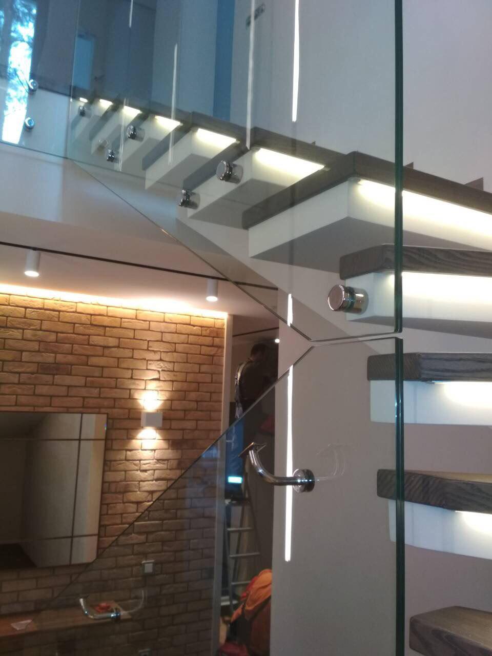 П-подібні сходи, конструкції – половинчастий косоур