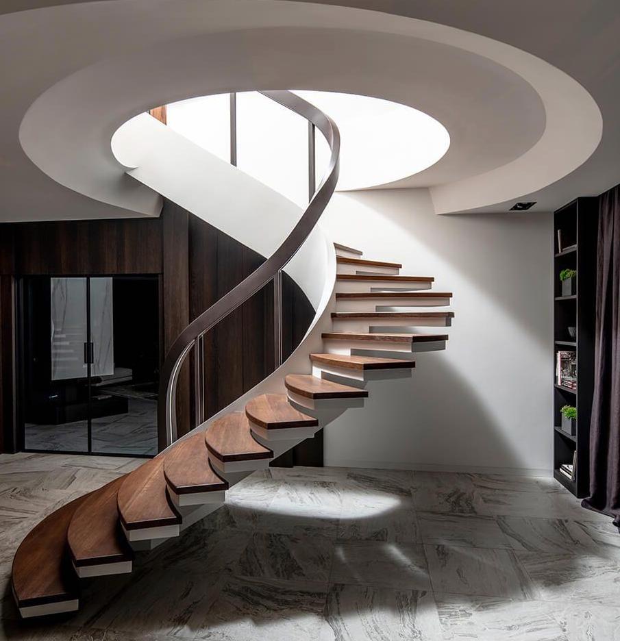 Винтовая лестница на боковом косоуре