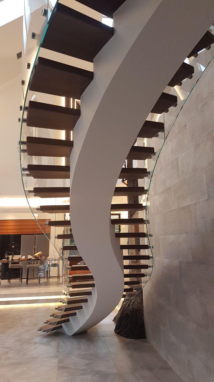Сходи конструкції центральний косоур з дерев'яними сходинками 16