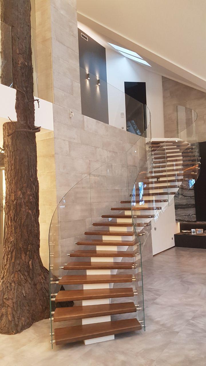 Сходи конструкції центральний косоур з дерев'яними сходинками 8