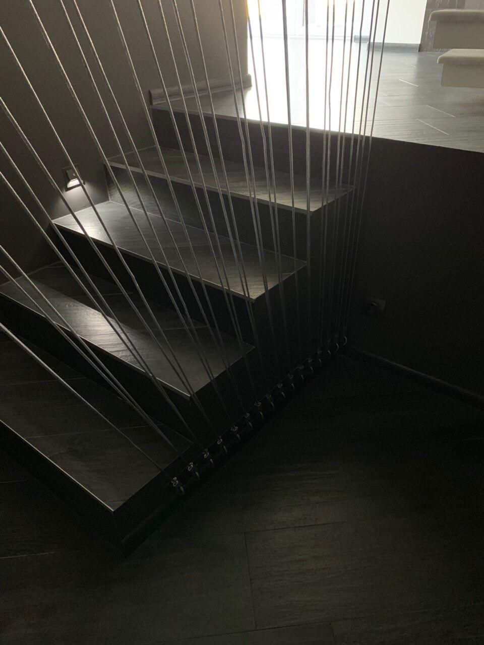 Сходи конструкції пристінний косоур з форменими ступенями 1