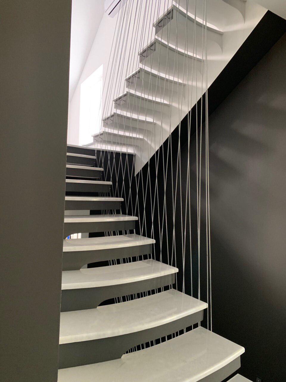 Сходи конструкції пристінний косоур з форменими ступенями 2