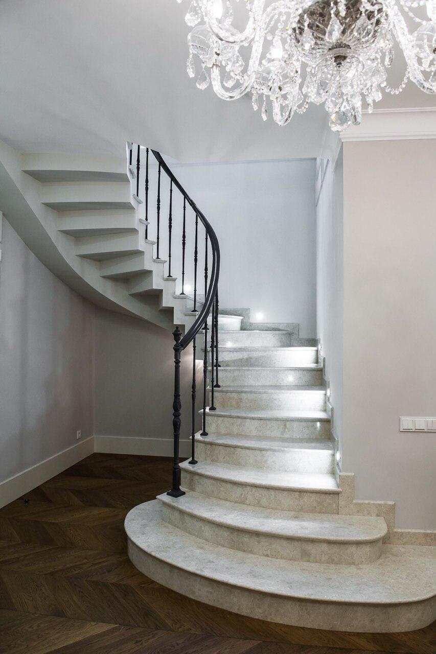 П-образная Лестница с зеркальными ступенями 2