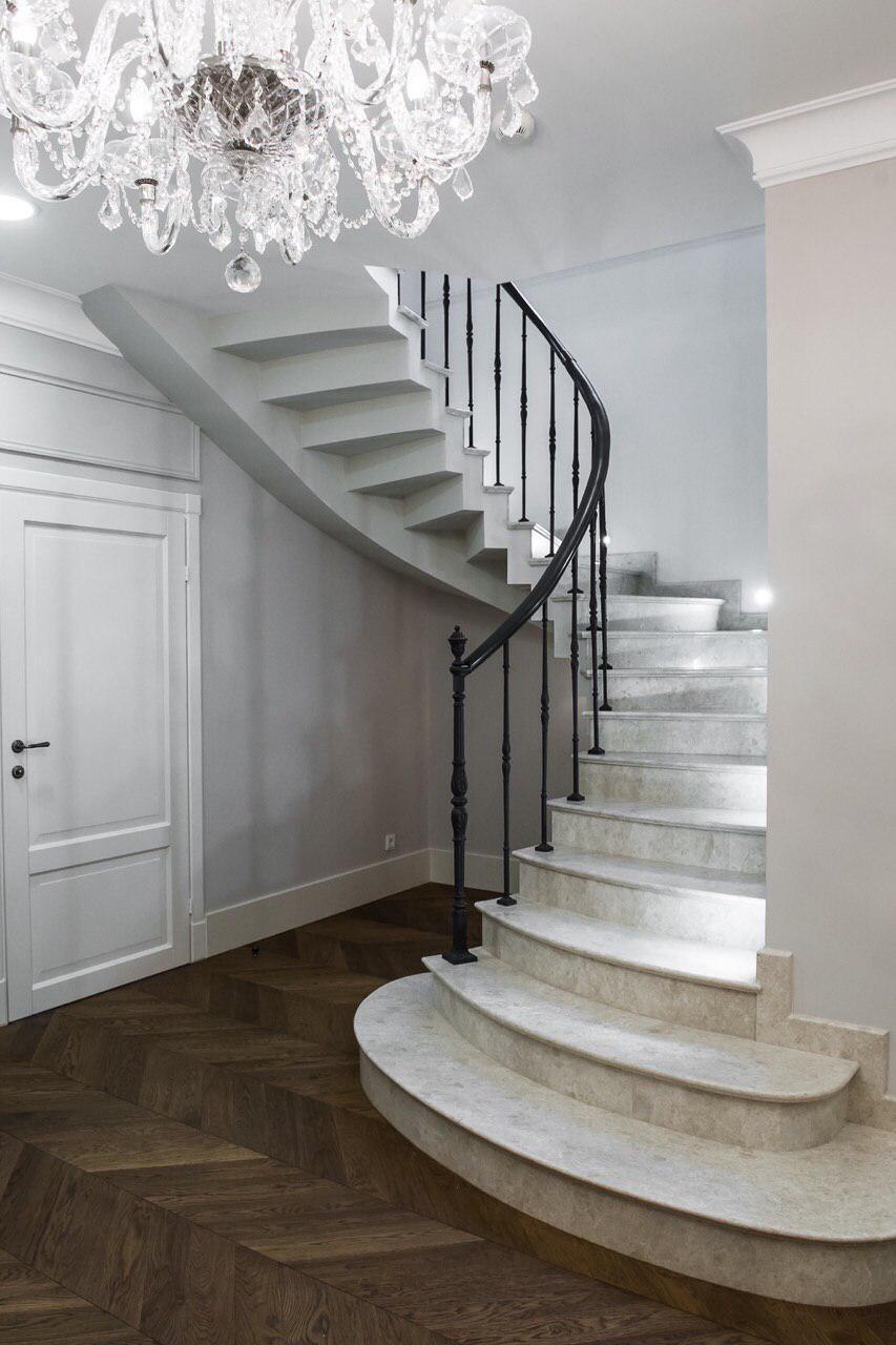 П-подібні сходи конструкції пристінний косоур з дзеркальними ступенями 3