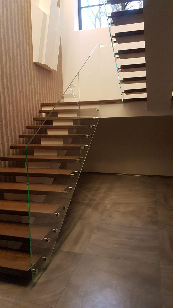 П-подібні сходи конструкції центральний косоур з майданчиком 1