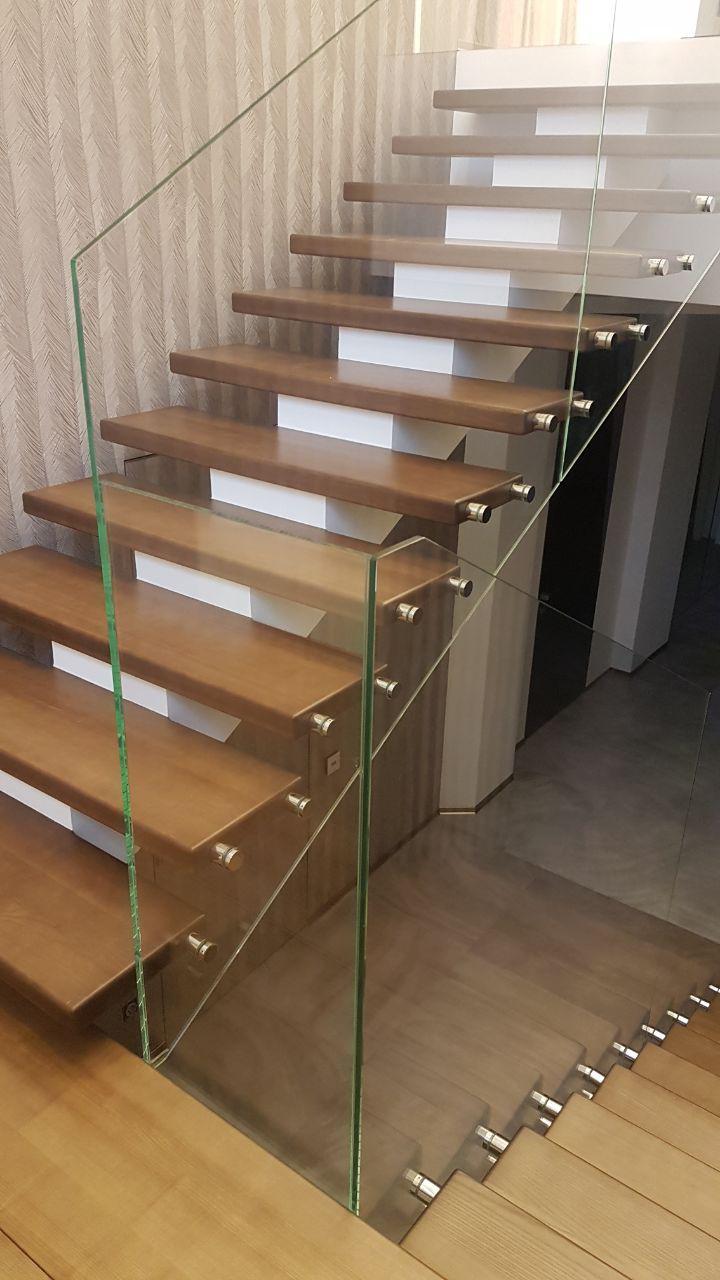 П-подібні сходи конструкції центральний косоур з майданчиком 2