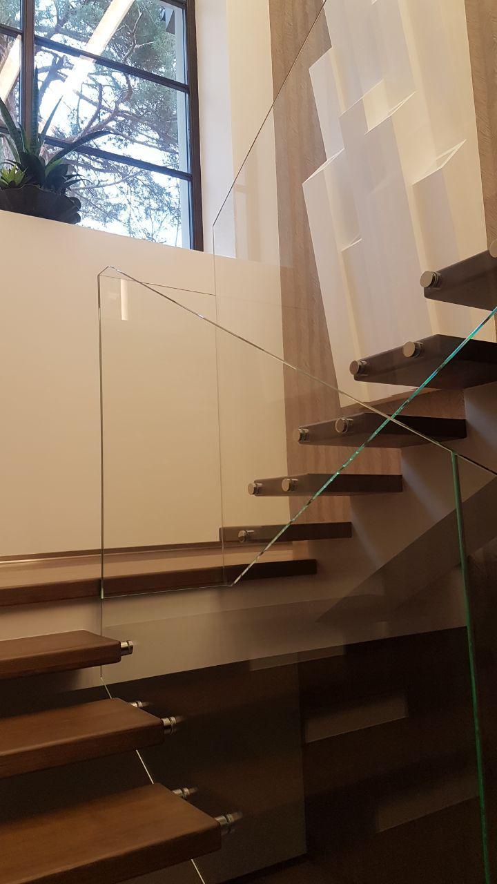 П-подібні сходи конструкції центральний косоур з майданчиком 3